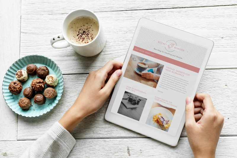 surfing the web while eating chocolate | no one is reading your blog